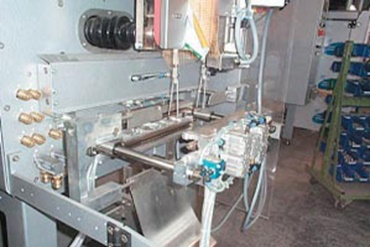 Bag forming, filling and sealing machine